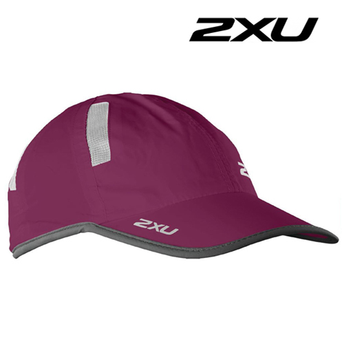 2XU Run Cap(런캡)-Barberry/Ink